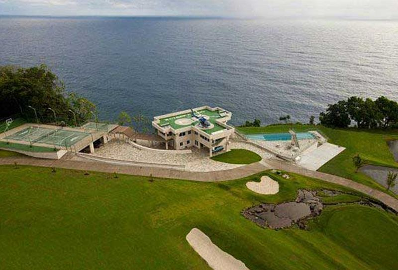 $40m mansion in Hawaii built along the edge of a cliff - Home Crux