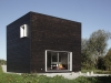 a-minimalist-monolithic-house-1
