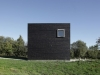 a-minimalist-monolithic-house-2