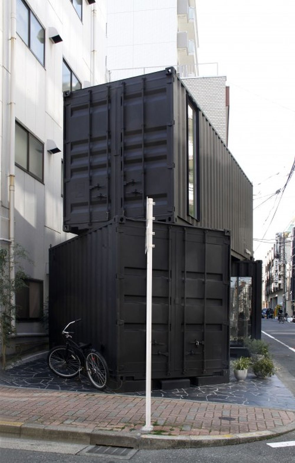 Cc4441 39 s stacked shipping containers house a modern office for Architecture office