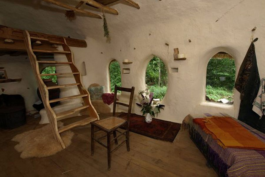 Cob house built for 250 from mud straw and clay no Tools to build a house