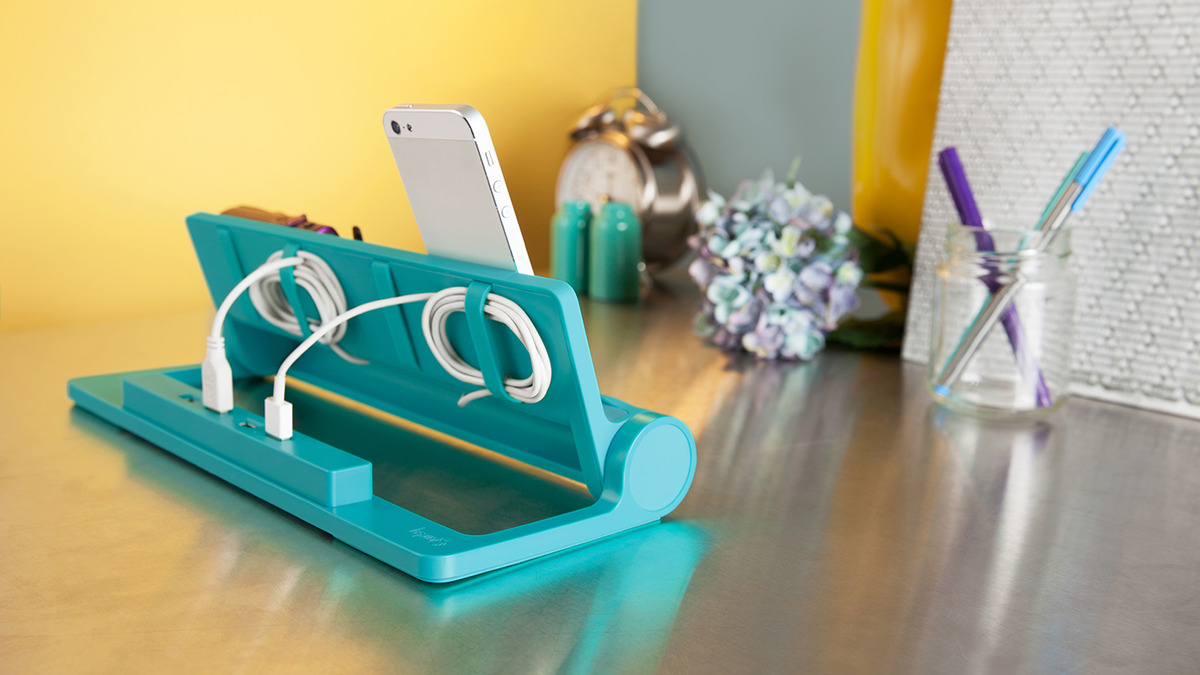 Converge docking station can charge four devices at a time - HomeCrux