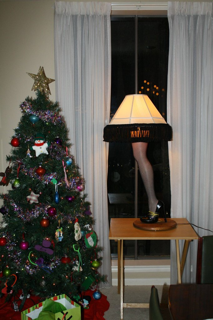 Designer Creates Christmas Diy Project In The Form Of Mannequin Leg Lamp Homecrux