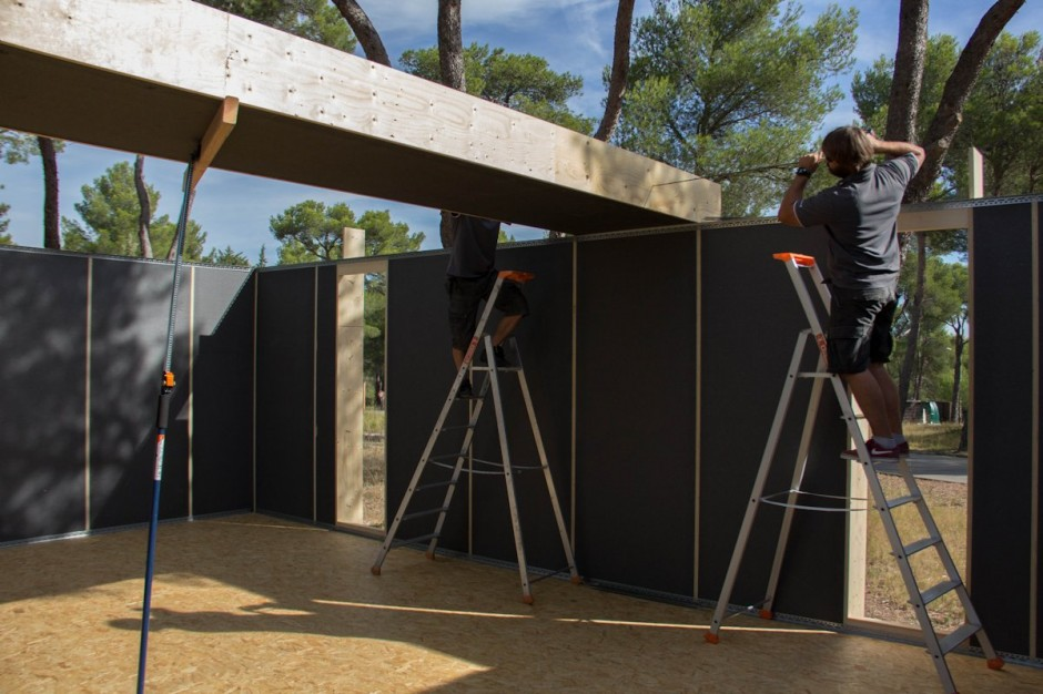 multipod studio s low cost recyclable pop up house you can assemble in four days homecrux. Black Bedroom Furniture Sets. Home Design Ideas