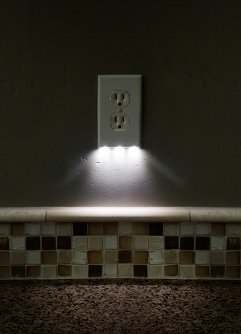 Turn Any Power Outlet Into Night Light Snapray Guidelights Homecrux