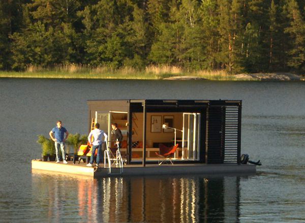 Solar powered floating prefab room by kenjo homecrux - Floating prefabricated home ...