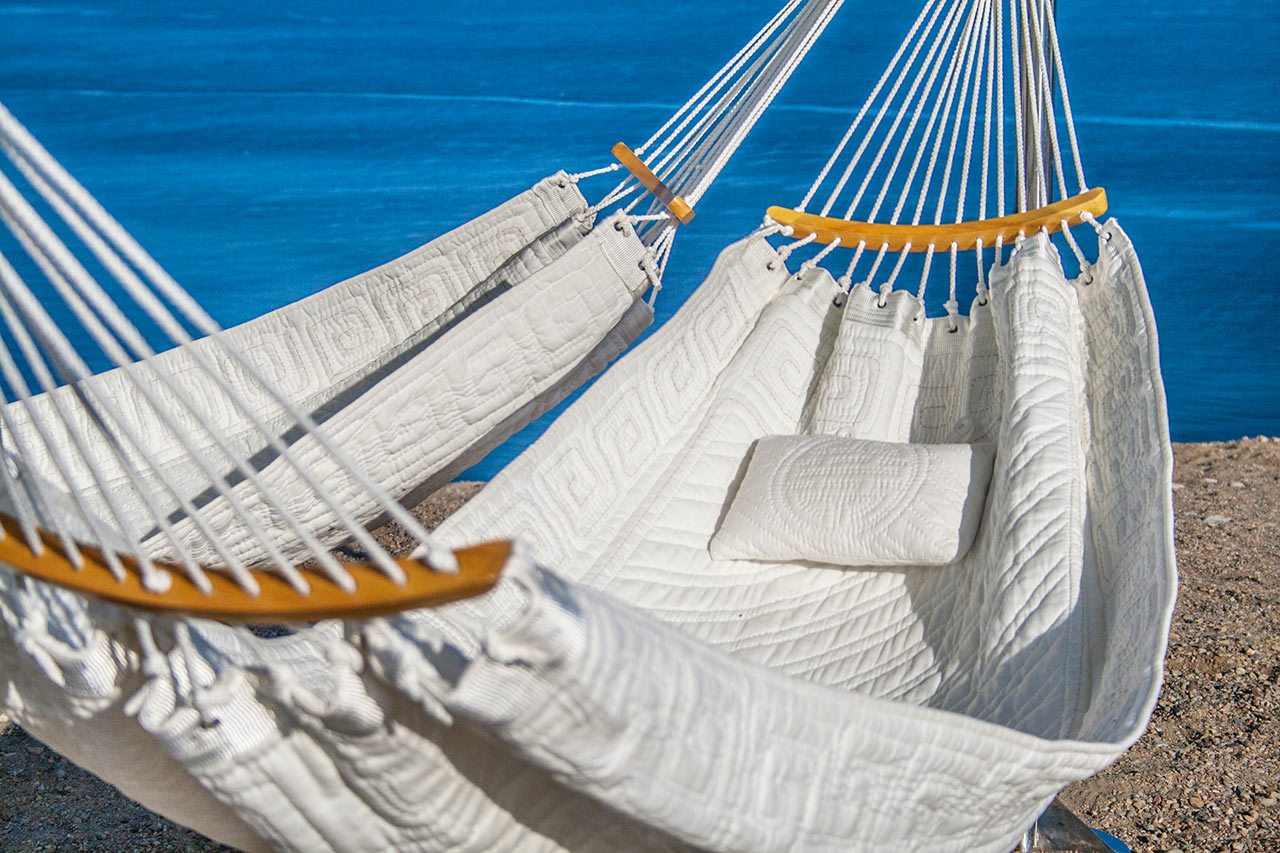 Relax enjoy and share this summer time with your friends on the trinity hammock - Hamaca de red ...