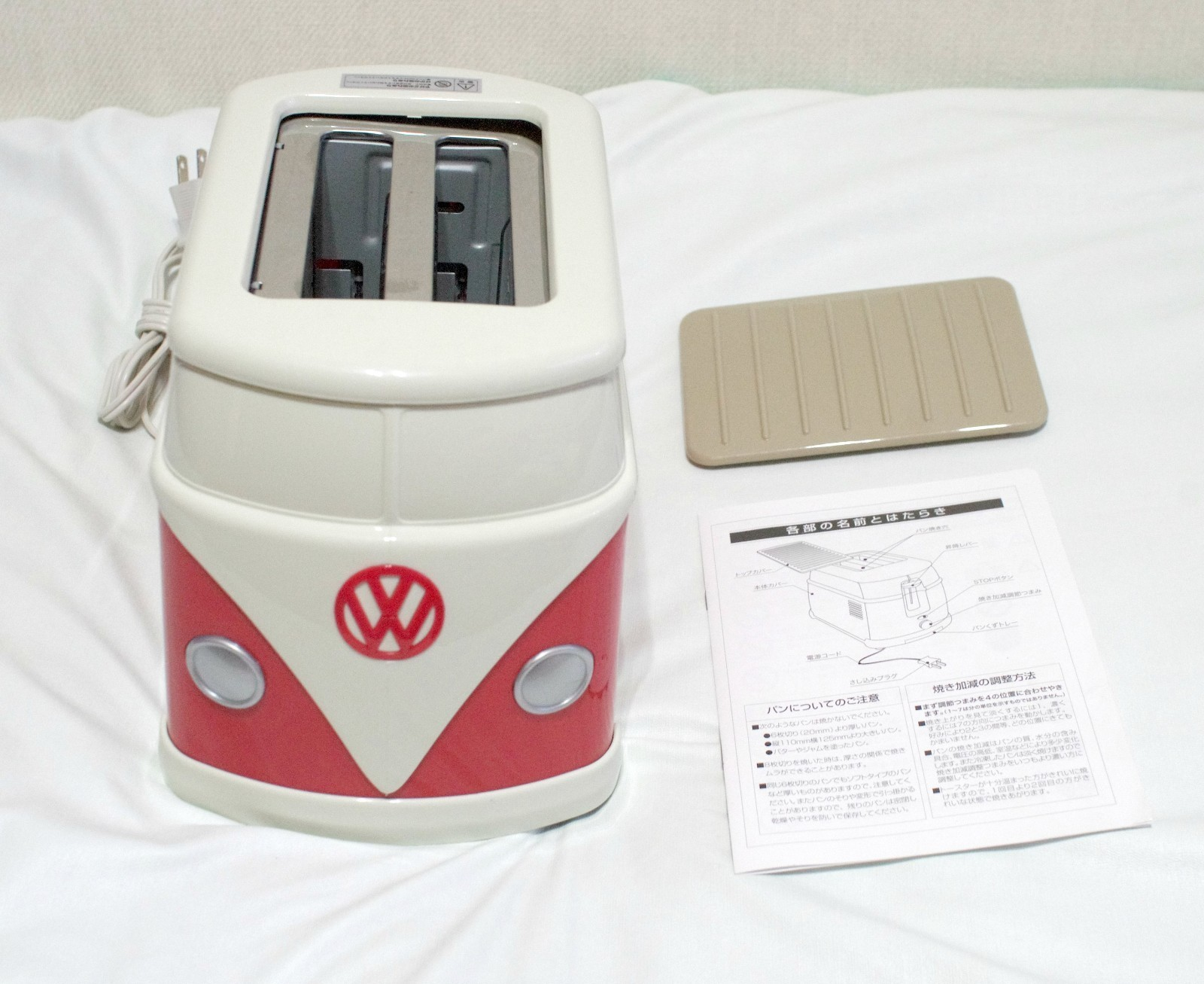 volkswagen minibus toaster imprints vw logo on your toast. Black Bedroom Furniture Sets. Home Design Ideas