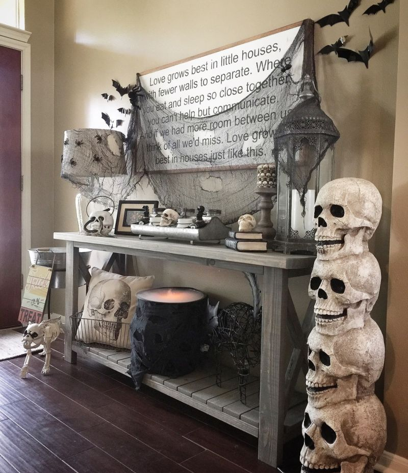 70 Sweet And Spooky Living Room Decoration Ideas For Halloween