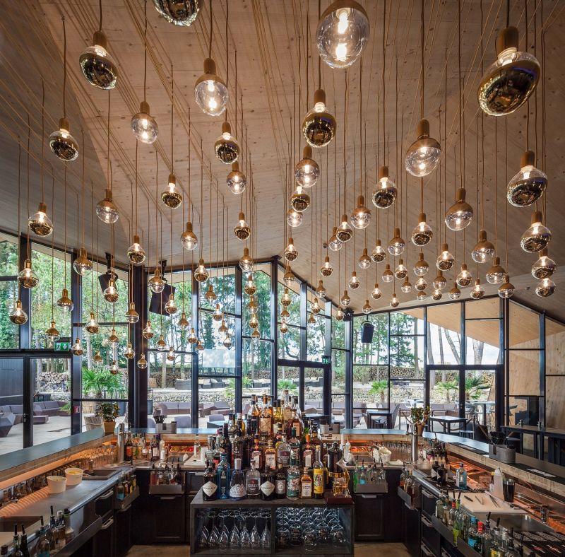 kleinbettingen restaurant chandeliers