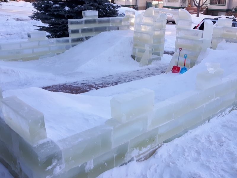 Red deer dad builds ultimate ice castle in front yard for his little kids