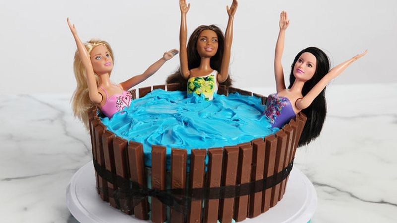 Hot Tub Kit-Kat cake is super cute and very easy to make