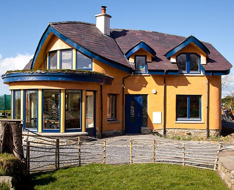 Cob house by Feile Butler