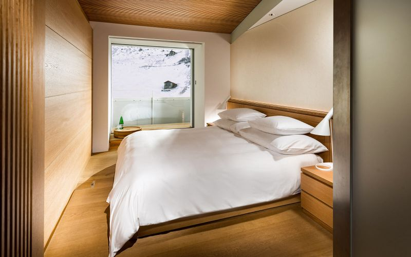 Hotel 7132 s wood and stone guest suites feature tinted for Design hotel vals