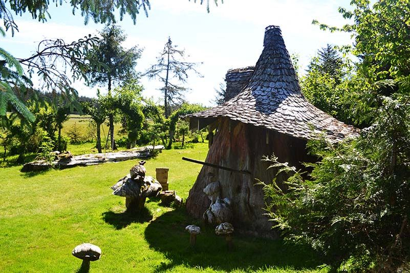 Awesome Real Life Hobbit House Built Out Of A Single Tree Trunk