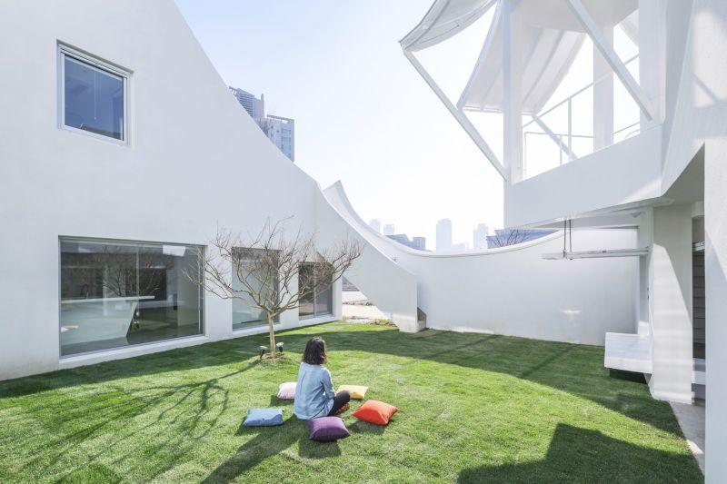 Iroje khm architects flying house korea
