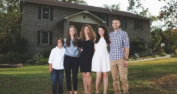 mother-builds-house-youtube-tutorials-cara-brookins