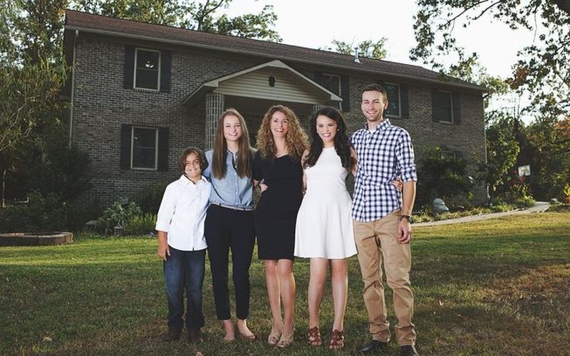 Mom of four builds 3,500-square-feet house using YouTube tutorials