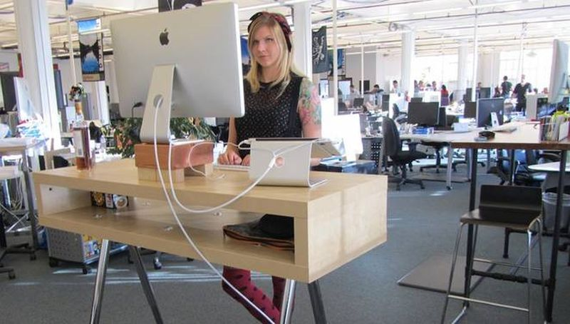 Texas A&M's IoT standing desk reminds you to sit/stand throughout the day