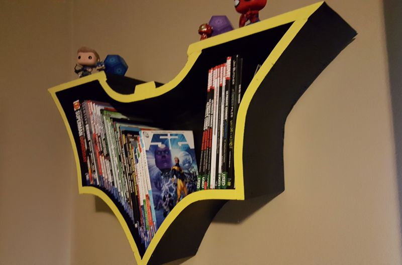 Store Comics And Books In Style