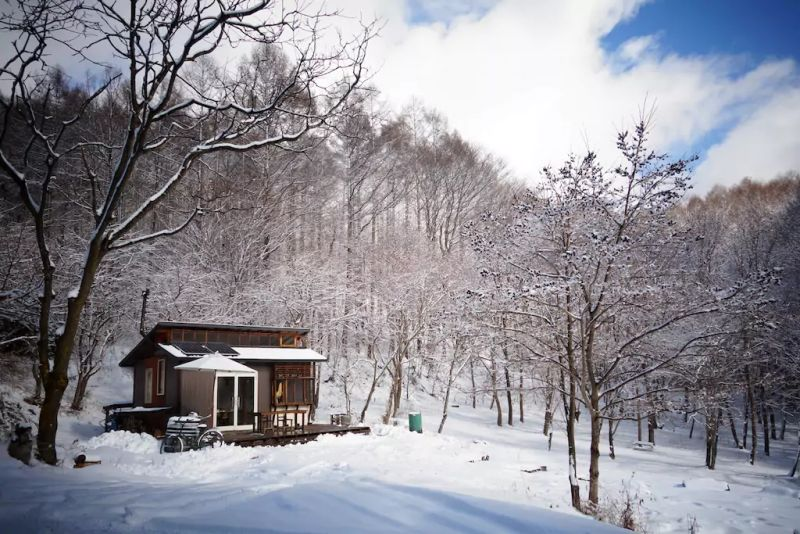 punch off the grid home design. Daigo designs tiny off grid cabin in Japanese woods