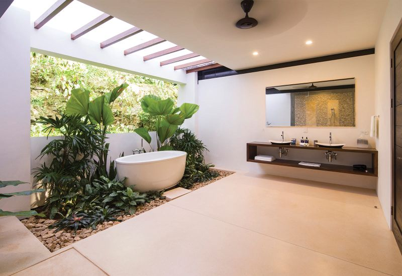 Ocean Villa by Benjamin Garcia Saxe