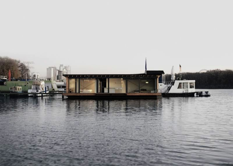 This houseboat mooring on Spree river bay is a perfect getaway in Berlin_11