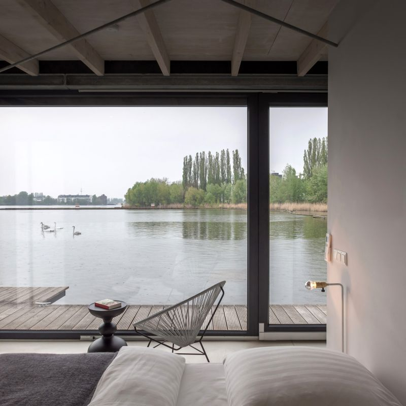 This houseboat mooring on Spree river bay is a perfect getaway in Berlin