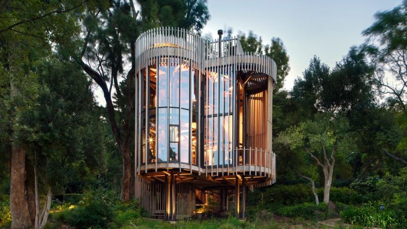 Cape Town's luxurious Paarman Treehouse syncs perfectly with surrounding nature