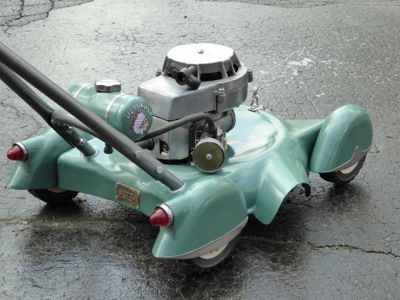 DIY lawnmower built to mimic vintage cars