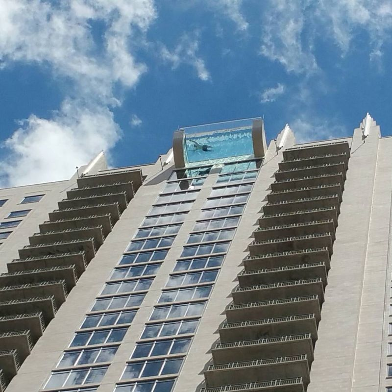 Market square tower s glass sky pool floats 500 ft above the ground for Houston swimming pool high rise