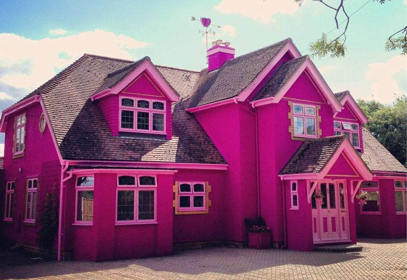 Pink barbie house styled dream mansion in essex is up on for Dream house studios