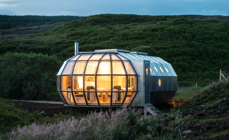 & Airship: A spacecraft-themed movable home by Roderick James Architects