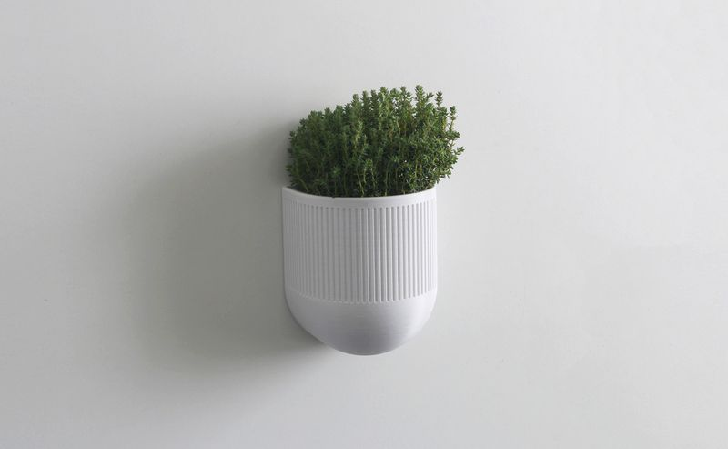 3D printed smart planter sends humidity stats to your phone