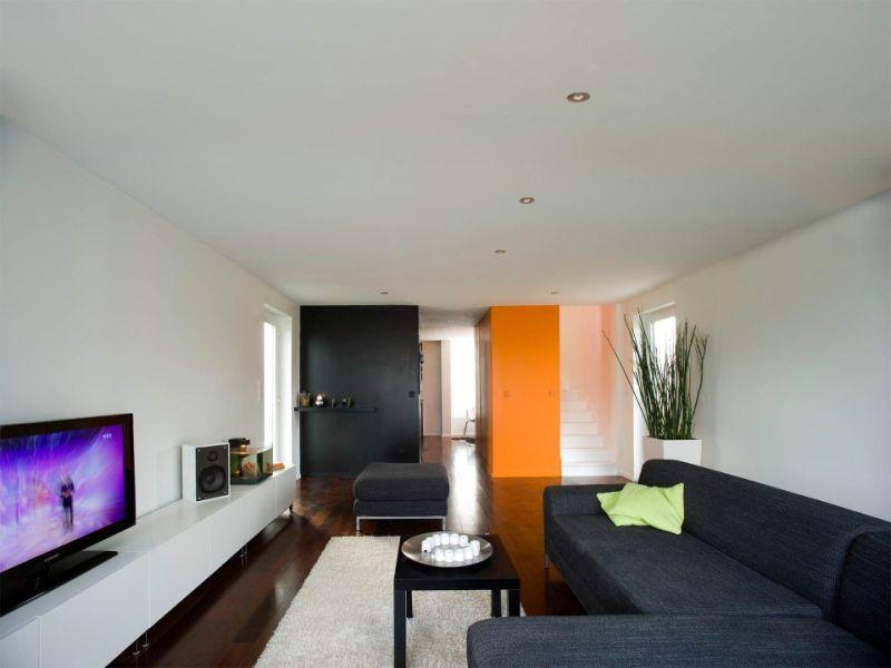 Crossbox, a cantilevered modular house interior