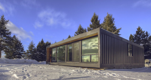 HO4+ is contemporary shipping container home by Honomobo