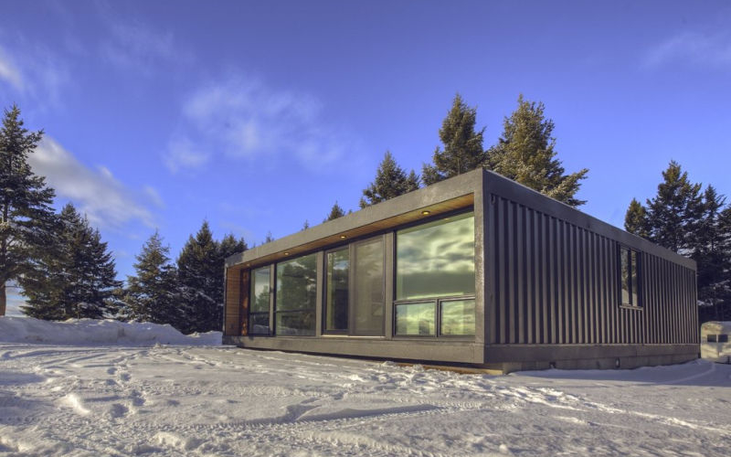 HO4+ is modern shipping container home by Honomobo