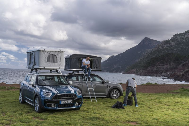 autohome 39 s new rooftop tent for mini countryman. Black Bedroom Furniture Sets. Home Design Ideas