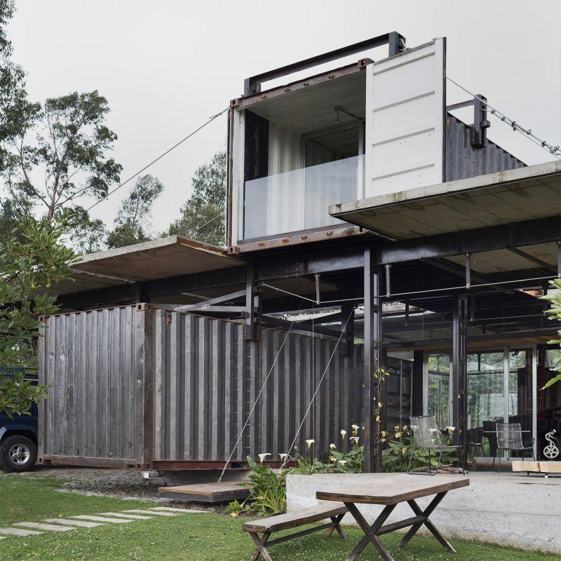 RDP House by Daniel Moreno Flores & Sesbastian Calero