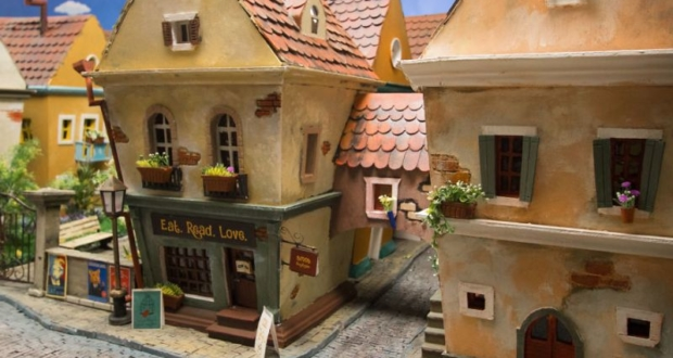 Crafted-miniature-town-for-HUNGRY-HUNGRY-HAMSTERS
