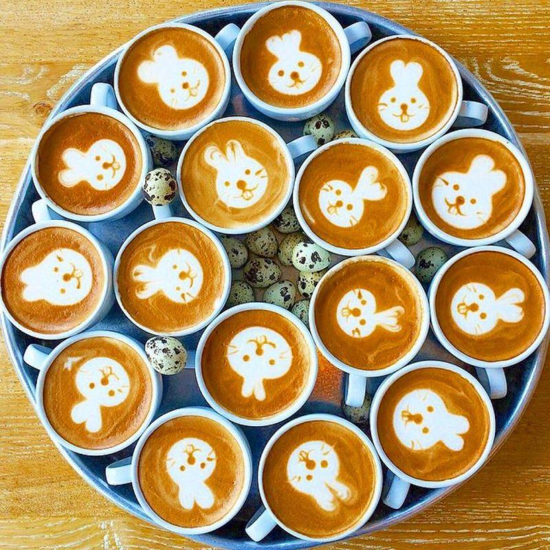 Cute faces in coffee latte art