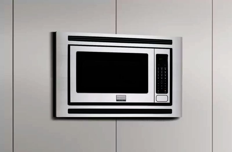 Frigidaire Gallery 2.0 Cubic Foot 1,200 microwave Oven