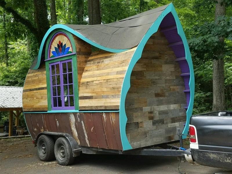 Le Bon tiny house café comes straight out of fairy world