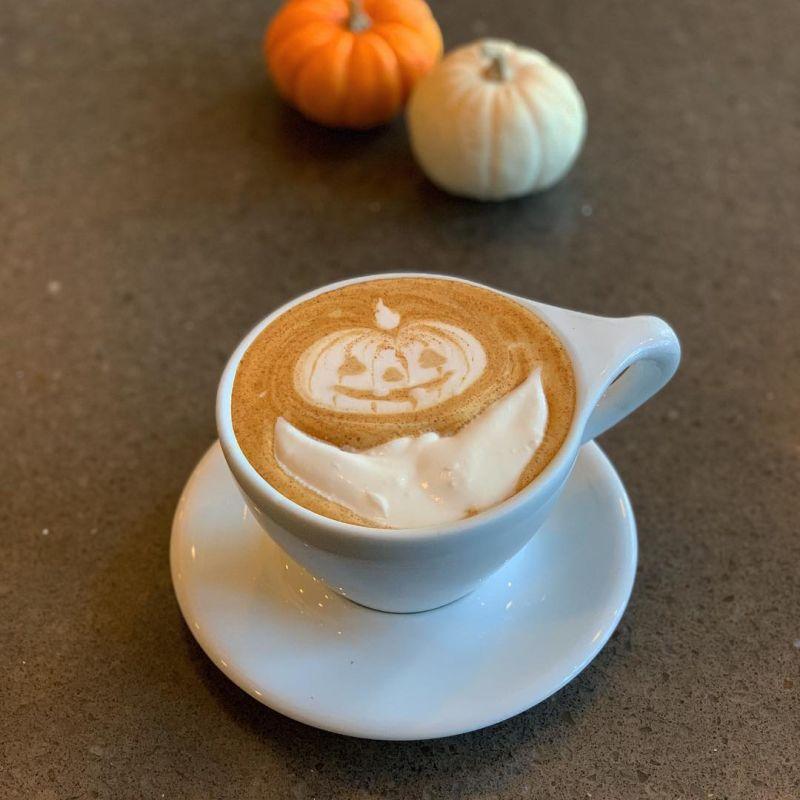Pumpkin latte art Halloween