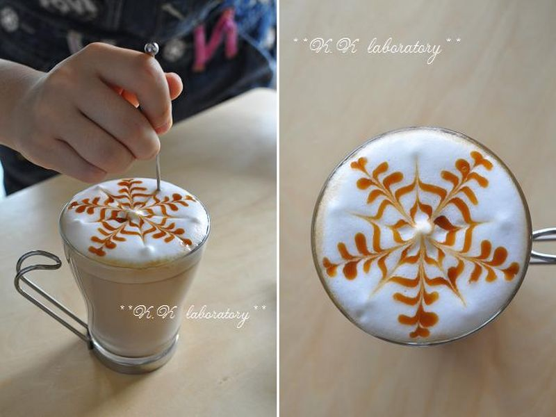Snowflake latte art by Kokako laboratory