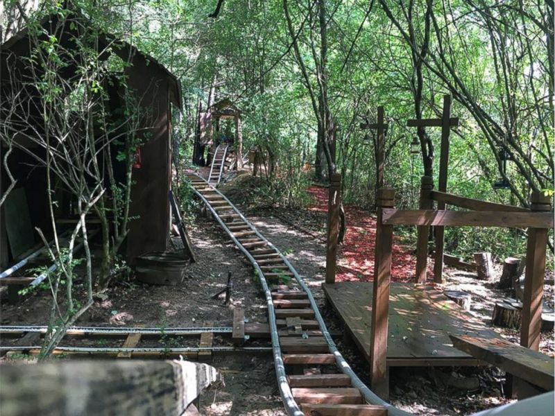 White Mountain Railroad-themed roller coaster