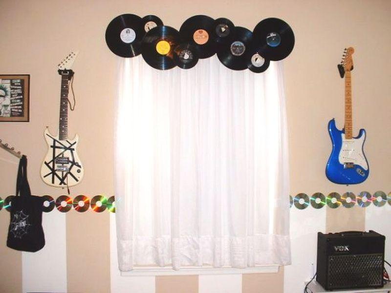 Vinyl and CDs DIY window décor ideas