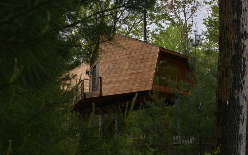 Angled-shaped geometric treehouse Woodstock, NY