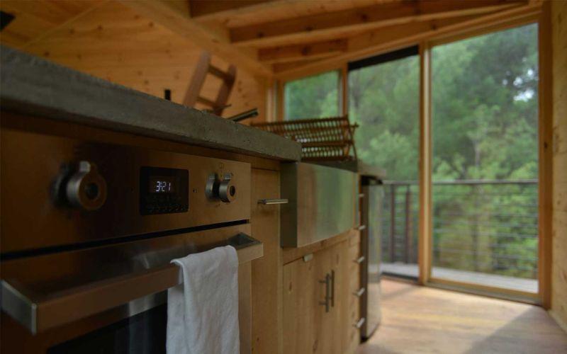 Angled-shaped geometric treehouse Woodstock