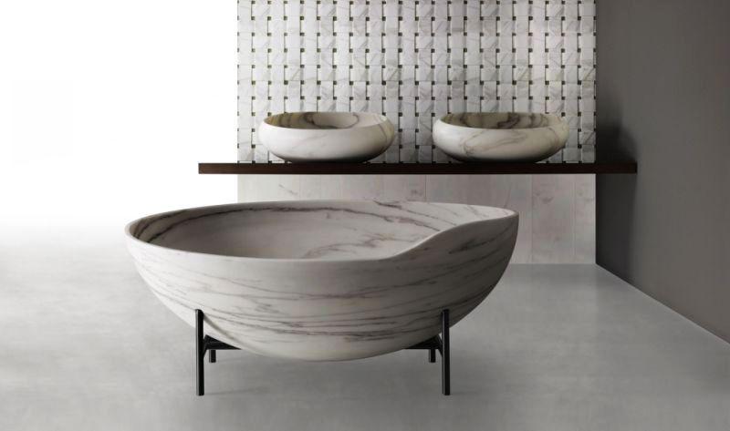 Kora stone bathtub